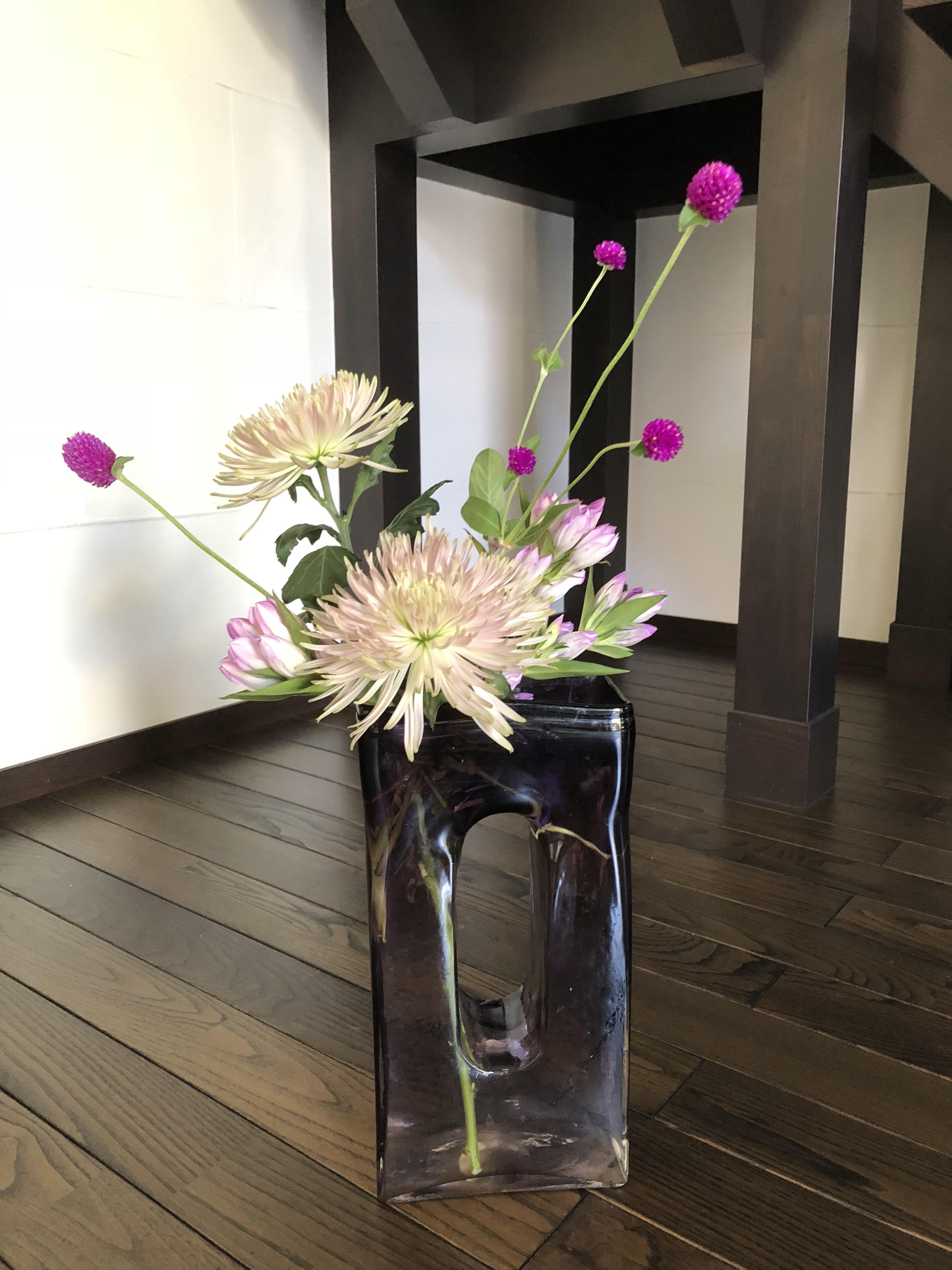 ピンクから赤紫系の生け花