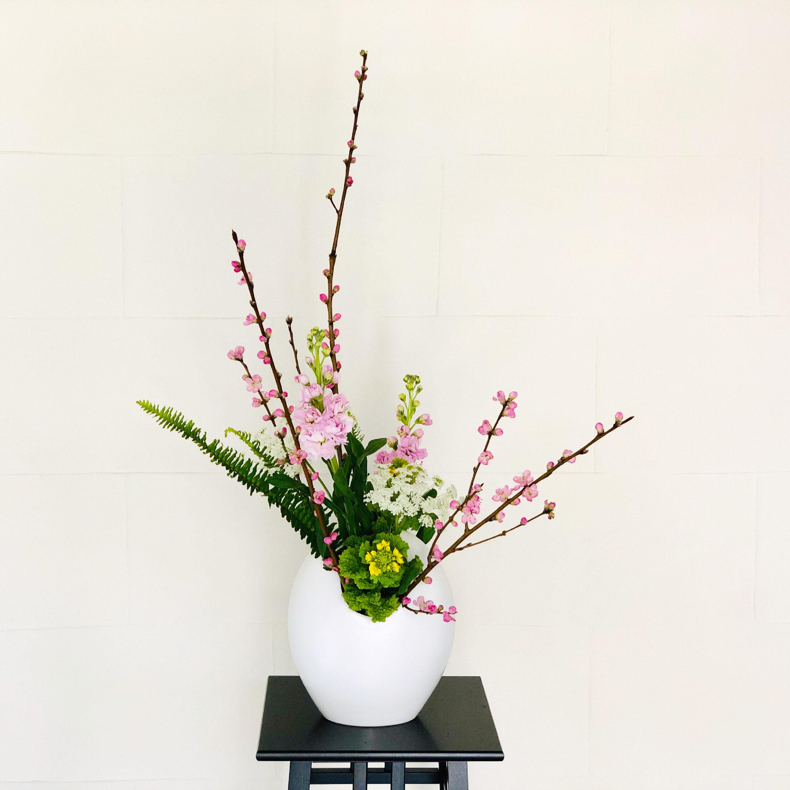 桃の花の生け花