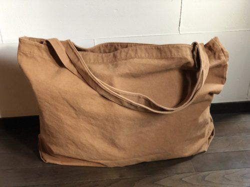 ブラウンのトートバッグ