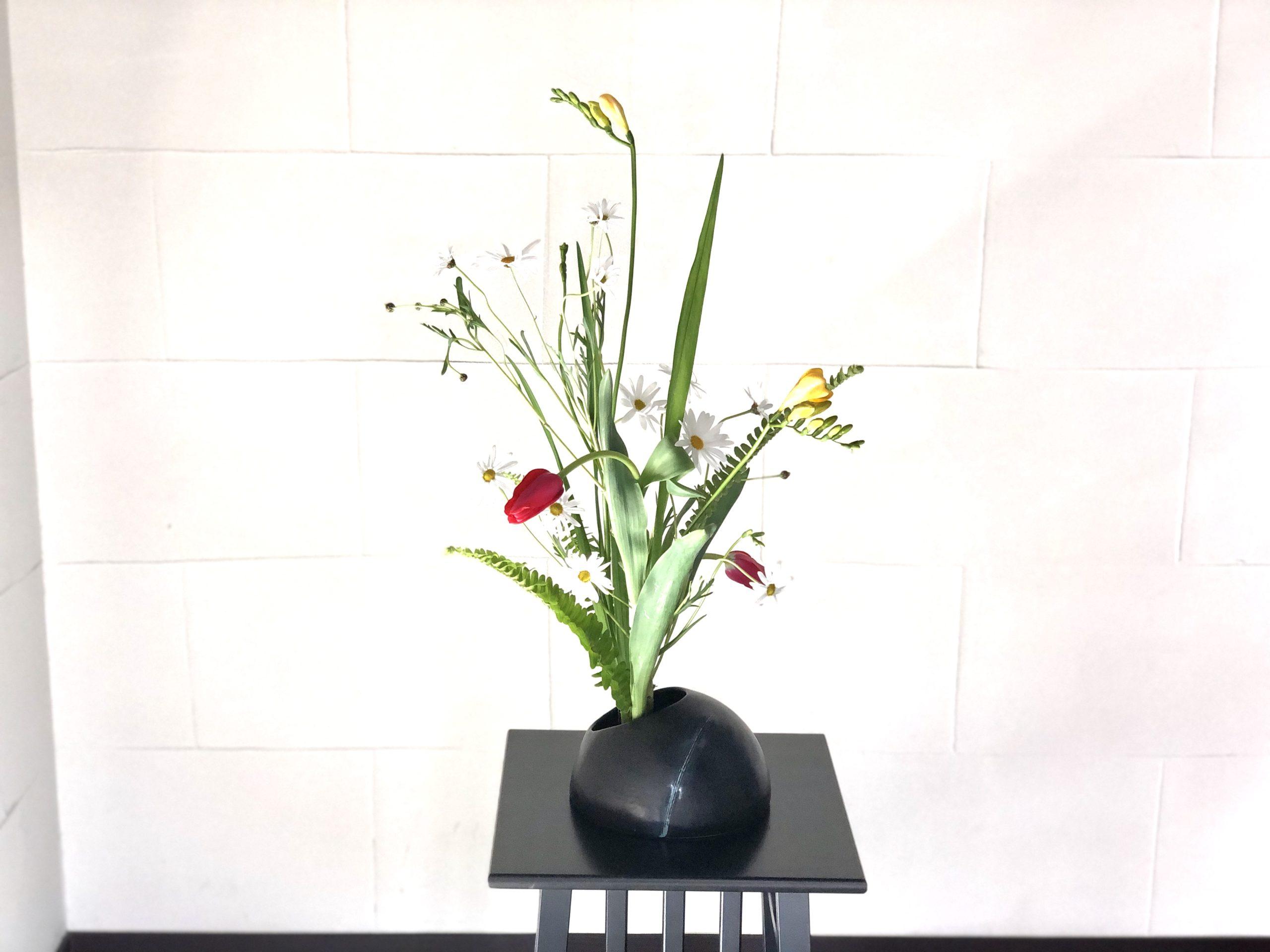 足元がスッキリとした生け花