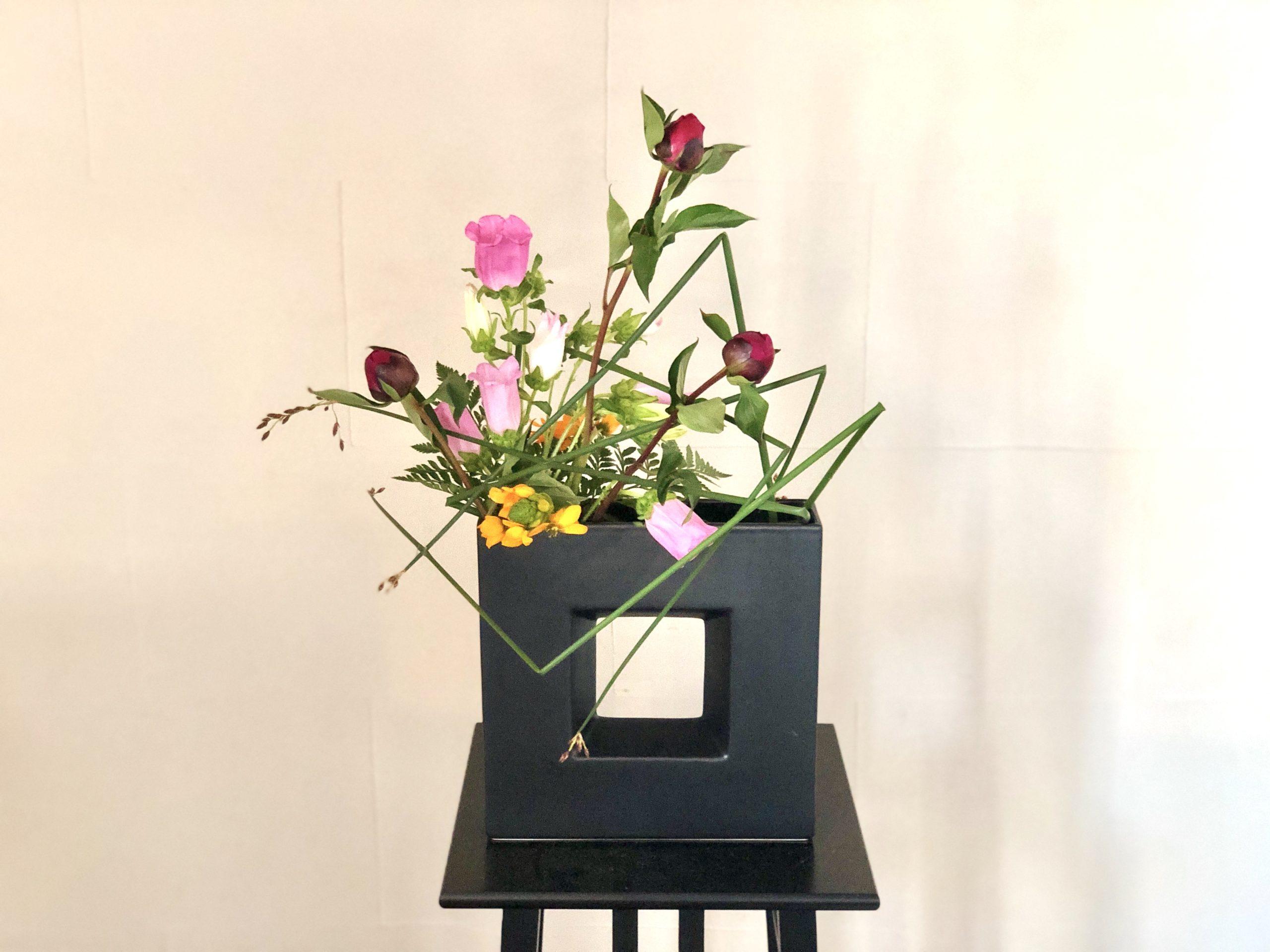 大好きなお花、シャクヤクを使った初夏の生け花