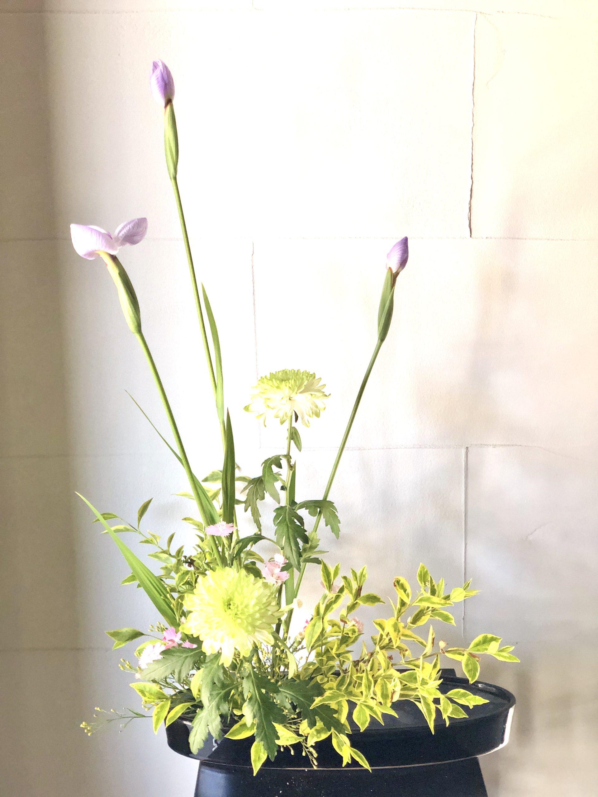 2番花が咲いた、花菖蒲の生け花