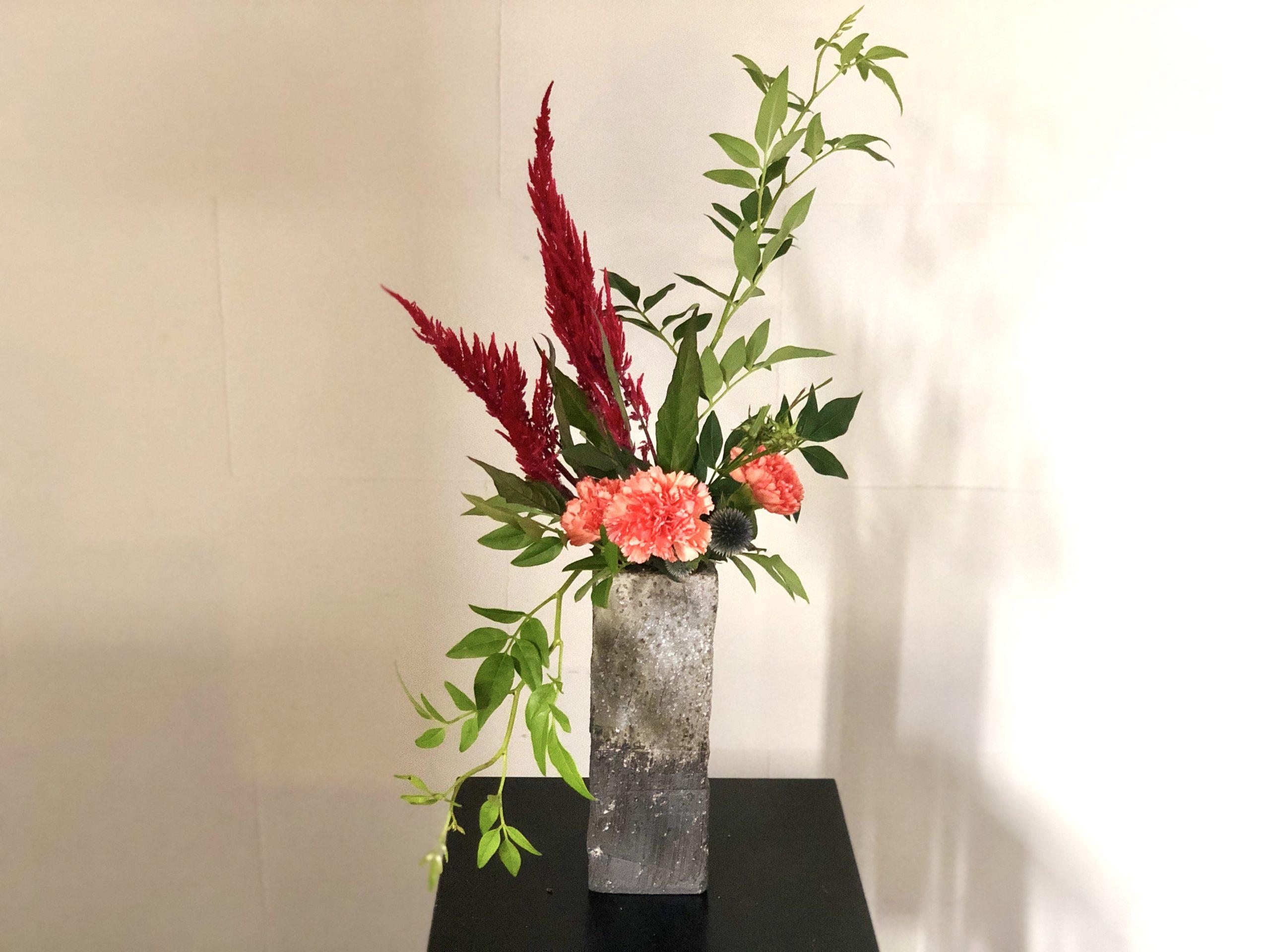 花器いの口元より下に流れるように活ける