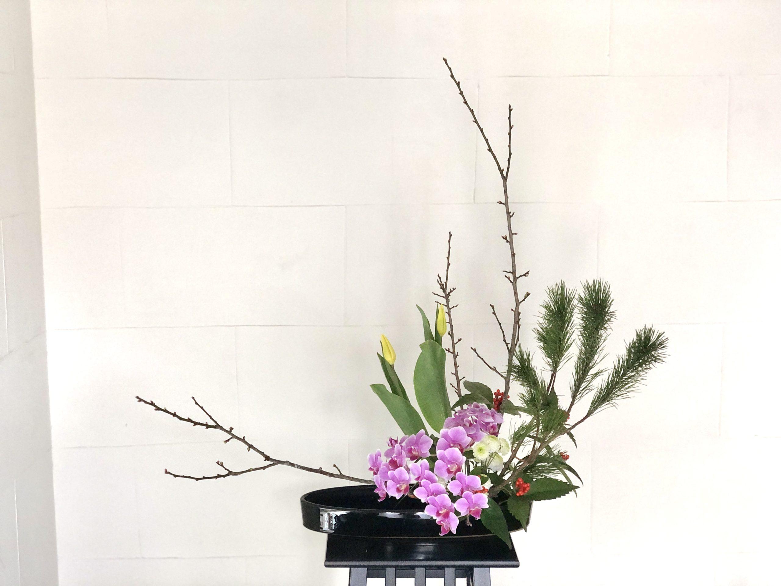 モダンな和風の盛花