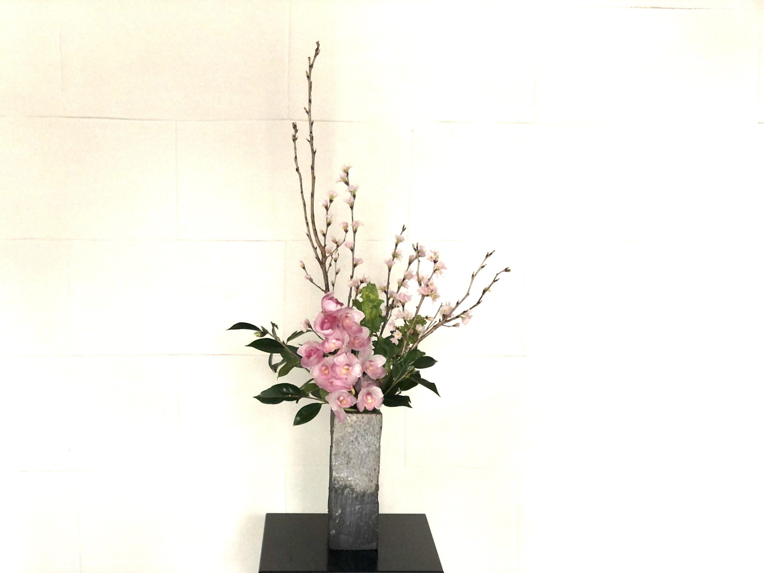 桜が満開の生け花!作品を活け替える