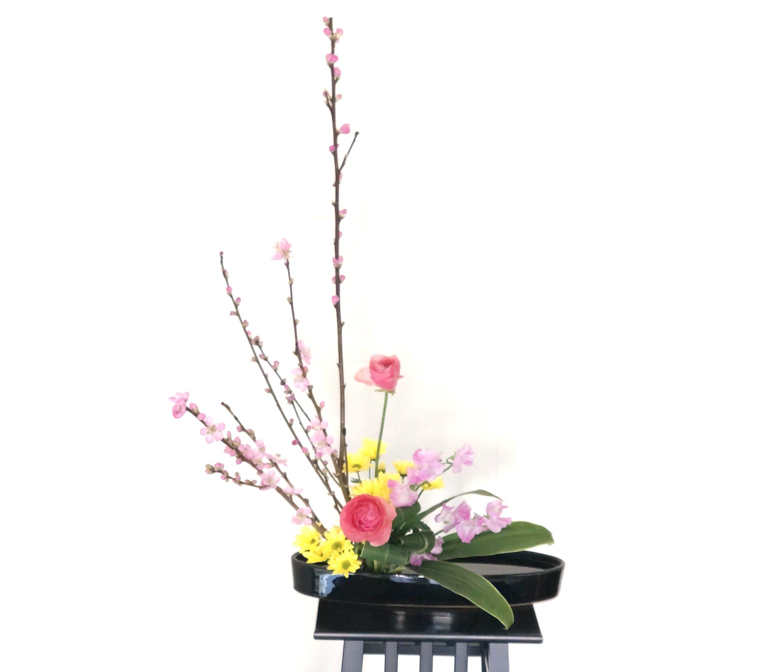 桃の花を使った盛花
