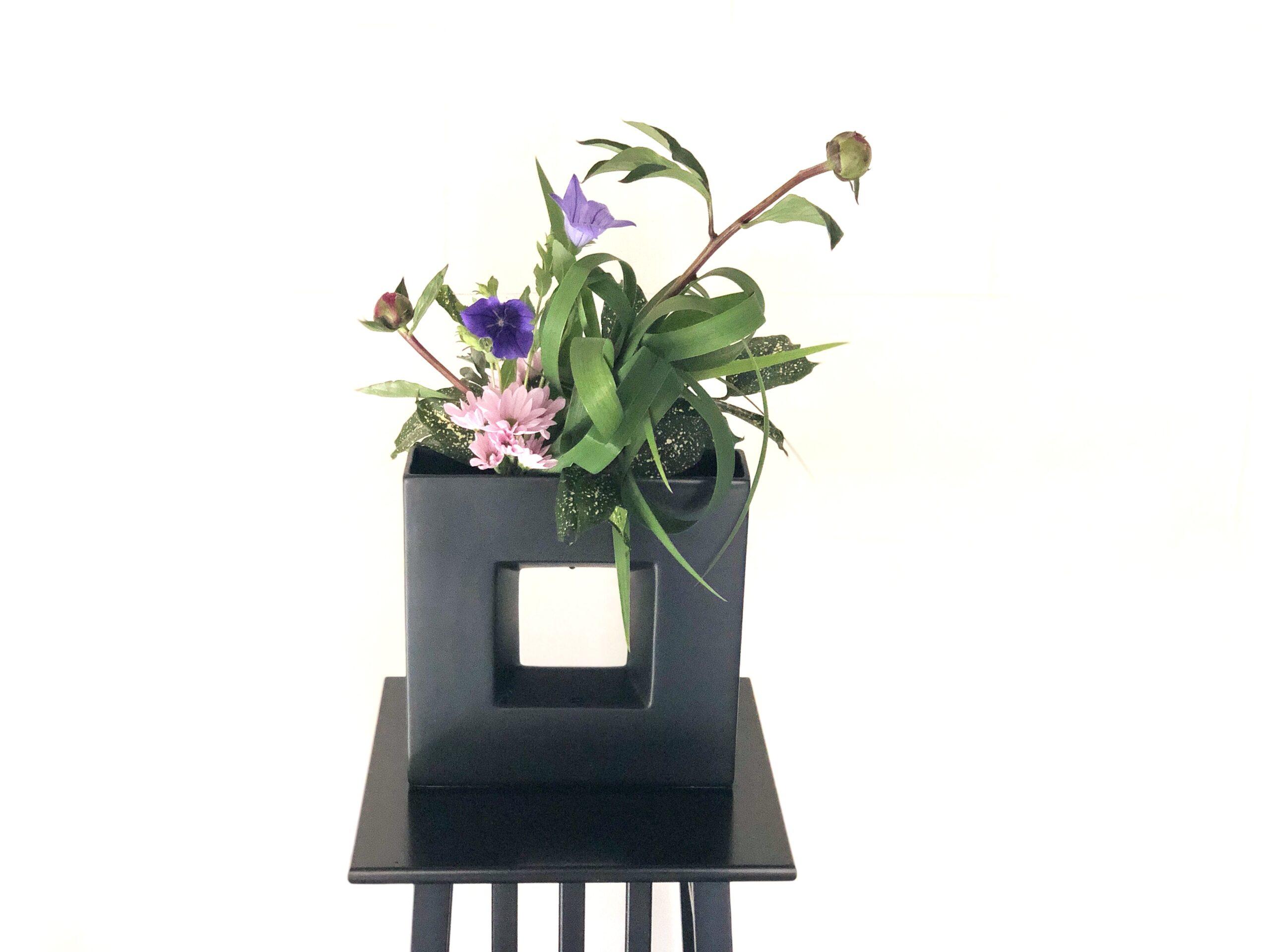 グリーン多めの生け花 オクラレルカの使い方