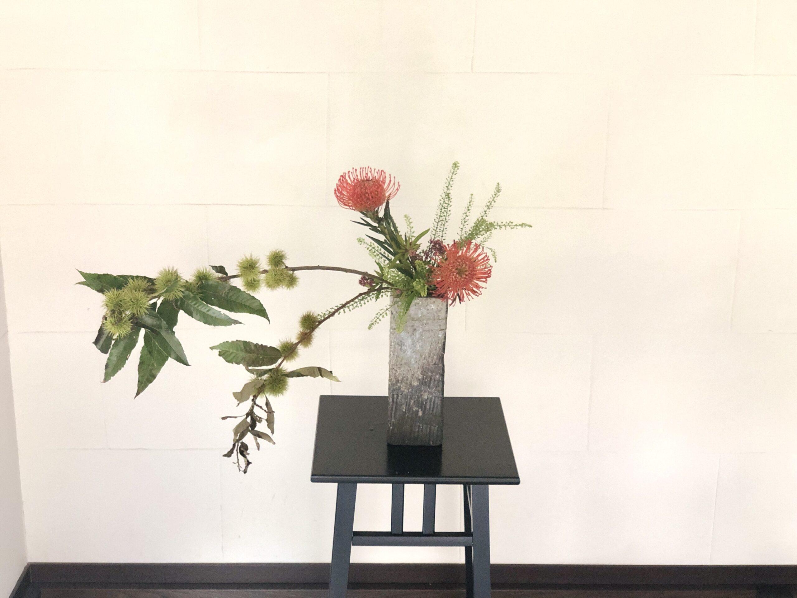 実物(みもの)を活ける 秋の生け花